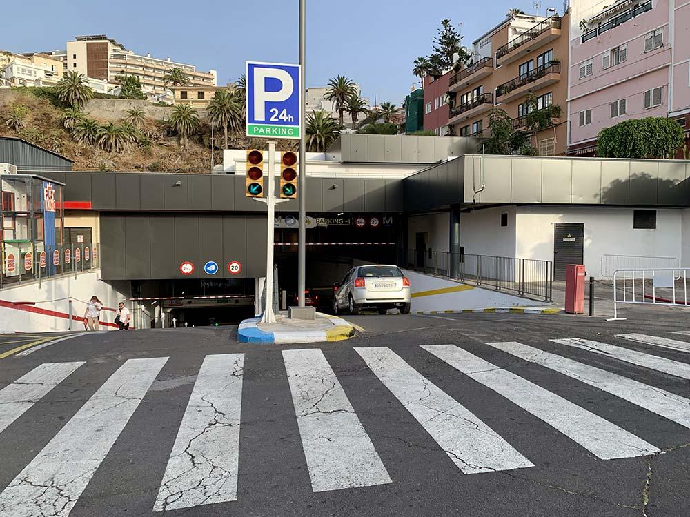 Parking Centro Comercial Pirámides de Martiánez